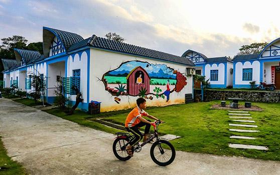 组图丨民族风 !游客点赞琼中猫尾村这个黎族风情村
